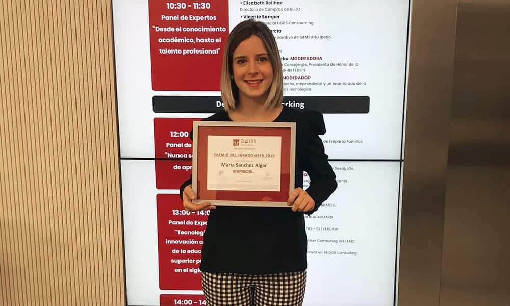 Esneca es galardonada con el Premio Profesor Escuela de Negocios AEEN 2019